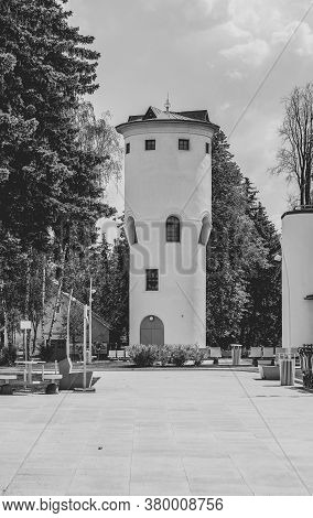 Moscow, Russia - June 16, 2020: Vdnh Park At Sunny Summer Morning. Old Water Tower. Vdnh Is Popular