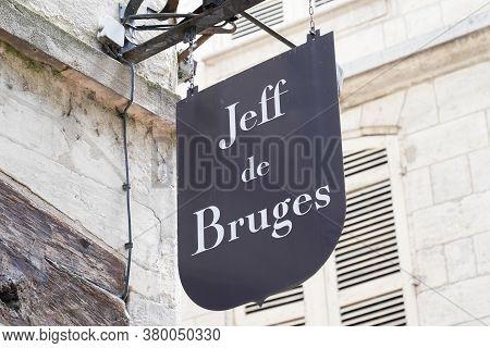 Bordeaux , Aquitaine / France - 08 04 2020 : Jeff De Bruges Logo And Text Sign Front Of Shop Chocola