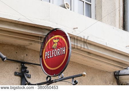 Bordeaux , Aquitaine / France - 08 04 2020 : Pelforth Red Sign And Text Logo On Bar French Brewery F