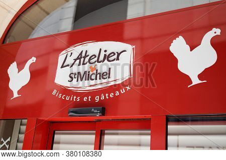 Bordeaux , Aquitaine / France - 08 04 2020 : St Michel Text Sign And Chicken Logo Front Of Pastry Sh