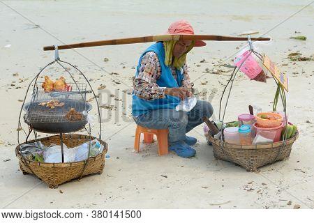 Koh Samet, Thailand March 29, 2016 - Thai Woman As Vendor At Koh Samet Beach In Thailand