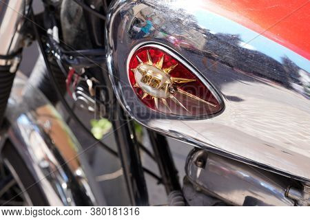 Bordeaux , Aquitaine / France - 08 04 2020 : Bsa Logo And Sign On Motorbike Chrome Silver Tank Of Re