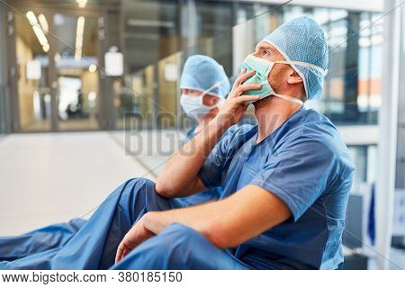 Two exhausted surgeons at the emergency room as a sign of stress and overwork