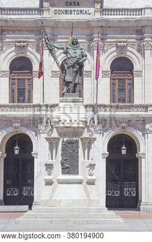 Valladolid, Spain - July 18th, 2020: Count Pedro Ansurez Monument, Sculpted By Aurelio Rodríguez Vic