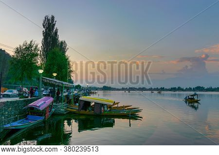 Shree Nagar,jammu And Kashmir,india-31st August 2014 :beautiful Dal Lake After Sunset, Houseboats Fl