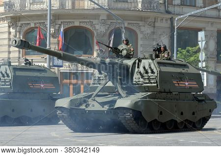 Moscow, Russia - June 20, 2020:russian 152 Mm Divisional Self-propelled Howitzer
