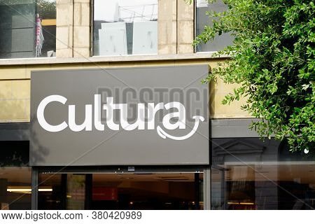 Bordeaux , Aquitaine / France - 08 04 2020 : Cultura Logo And Text Sign On Store Wall Building Facad