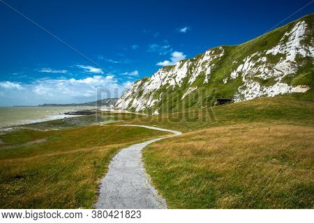Scenic view of Samphire Hoe Country Park with white cliffs, south England, UK