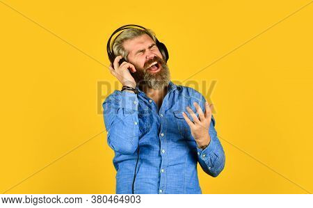Music Beat. Man Bearded Hipster Headphones Listening Music. Dj Hipster. Excellent Music Playlist. Hi