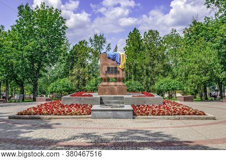 Kharkiv, Ukraine - July 20, 2020: Monument To The Heroes Who Laid Down Their Heads For The Independe