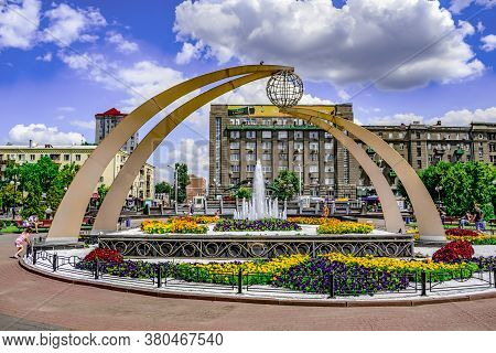 Kharkiv, Ukraine - July 20, 2020: A Sculpture With A Symbolic Globe And A Fountain Surrounded By Mul