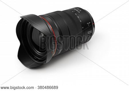 Varna, Bulgaria - August 04,2020: Image Of  Canon Rf 15-35mm F 2.8l Is Usm Lens On A White Backgroun
