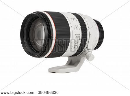 Varna, Bulgaria - August 05,2020: Image Of  Canon Rf 70-200Mm F 2.8L Is Usm Lens On A White Backgrou