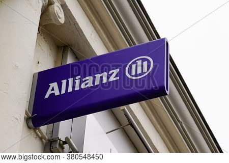 Bordeaux , Aquitaine / France - 08 04 2020 : Allianz Logo Blue And Text Sign On Insurance Store Offi
