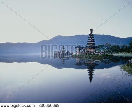 Photo of Pura Ulun Danu Shrine