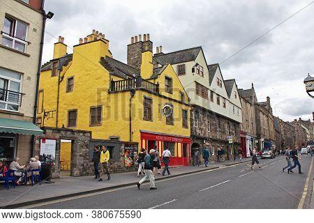 Edinburgh, Scotland / Uk - 6 Aug 2013: The Street In Edinburgh, Scotland