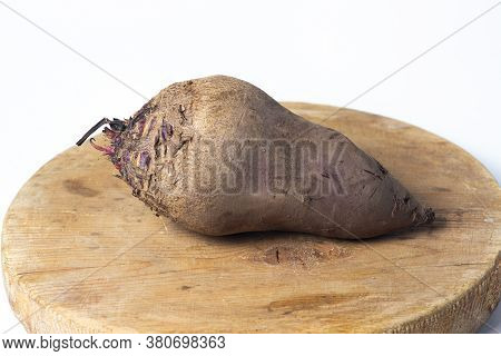 Beets On A White Background. Beets Without Leaves Lie On A Wooden Surface. Harvesting