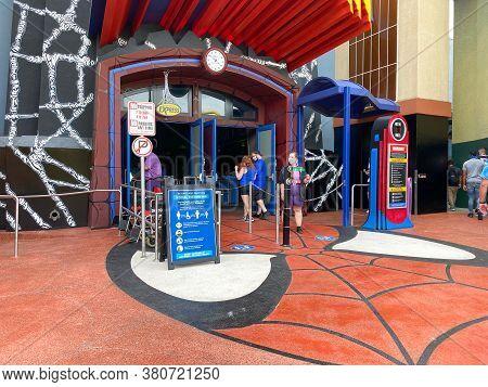 Orlando,fl/usa- 6/13/20: A Sign Warning The Guests At Universal Studios In Orlando, Florida To Socia