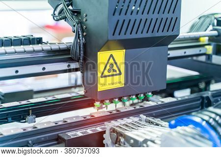 automatic PCB LED SMT pick and place machine of high technology and accuracy for assembly or manufacturing electronic board