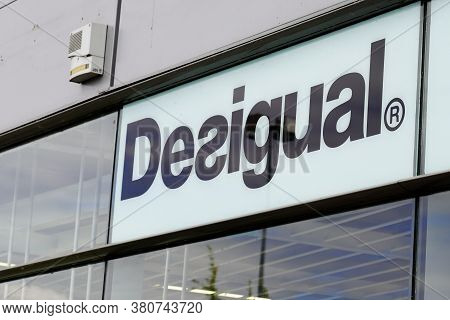 Bordeaux , Aquitaine / France - 08 10 2020 : Desigual Logo And Text Sign Of Shop On Spanish Store Cl
