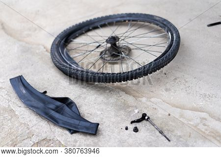 Replacing A Bicycle Wheel Tube.replacing A Bicycle Wheel Tube