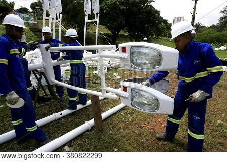 Salvador, Bahia / Barazil - May 18, 2014: Workers Work On The Installation Of Streetlights In The Ci