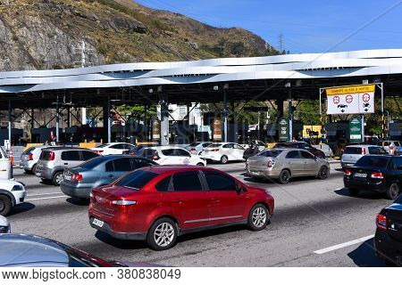 Rio De Janeiro, Brazil - August 5, 2020: Highway Traffic Jam On Pay Toll Station Of The Yellow Line
