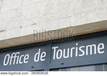 Bordeaux , Aquitaine / France - 08 10 2020 : Office De Tourisme Sign Text On Tourism Building In Fre