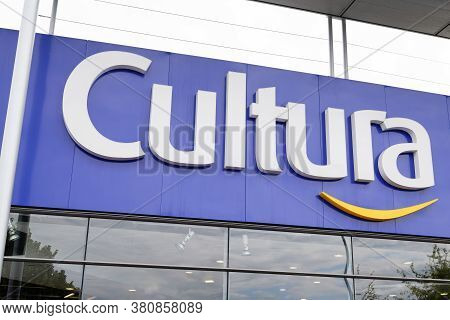 Bordeaux , Aquitaine / France - 08 10 2020 : Cultura Logo Sign Text For Shop Facade Of Cultural Book