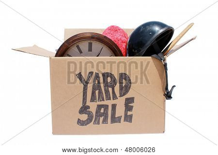 Uma verdadeira caixa de itens usados prontos para uma venda de garagem, quermesse, leilão ou doação para a caridade