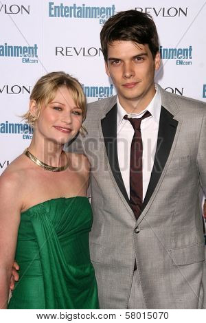 Emilie de Ravin and Josh Janowicz  at Entertainment Weekly's 6th Annual Pre-Emmy Party. Beverly Hills Post Office, Beverly Hills, CA. 09-20-08