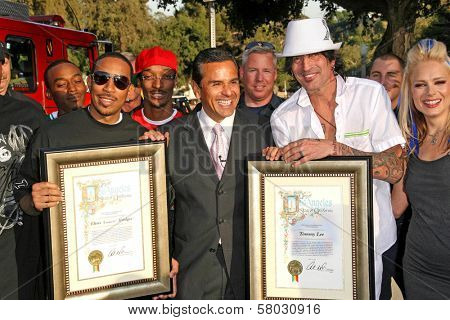 Ludacris with Antonio Villaraigosa and Tommy Lee  at the Planet Green Premiere and Concert. Greek Theater, Los Angeles, CA. 05-28-08