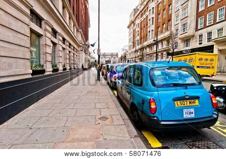 row of taxis in front of Marble Arch in London, UK