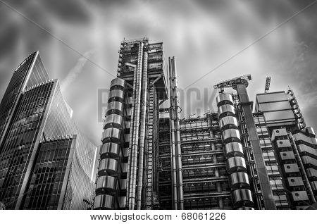 City of London finical area with dramatic modern styling and sky lights cape