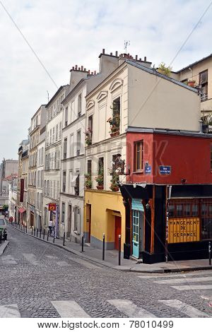 The Beautiful Buildings & Apartments Of Monmatre, Paris France.