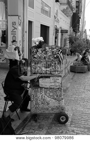Man Laterna Barrel Piano