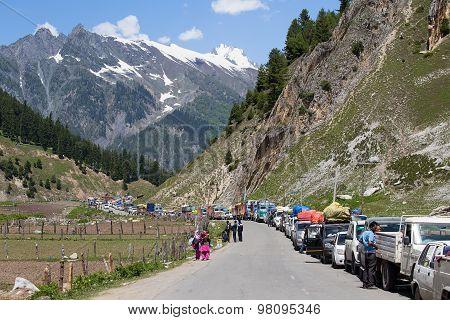Cars With Passengers Stuck At The Pass On The Way Srinagar - Leh, Himalayas. India