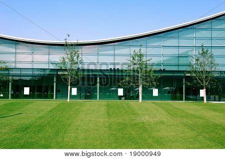 Moderno edificio industrial