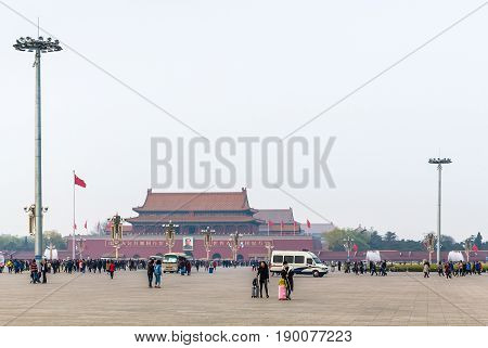 People And View The Tiananmen Monument