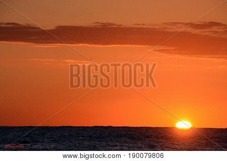 In lontananza il sole inizia a salire a Fano