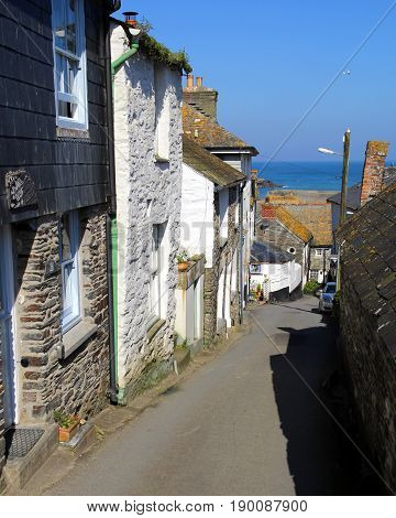 Port Isaac, Cornwall, Uk - April 8Th 2017: A Quaint Narrow Road With Sea View In The Picturesque Cor