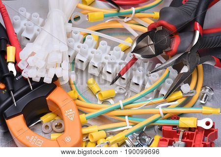 Electrical component kit and tools to use in electrical installations