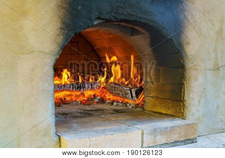 Glimpse Wood Fire Oven Before The Pizza Comes In