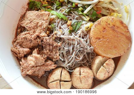 rice vermicelli with pork ball and meat in brown soup