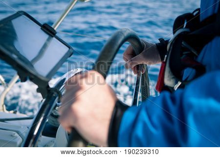 Hands of the skipper on the management of sailing boats course in the Navigator