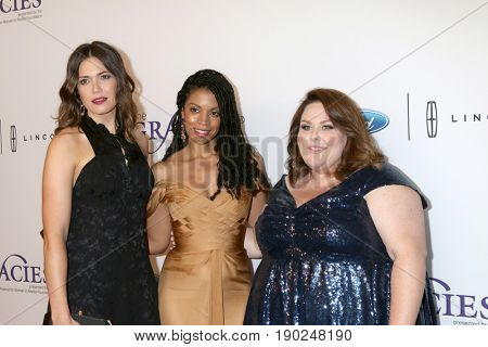 LOS ANGELES - JUN 6:  Mandy Moore, Susan Kelechi Watson, Chrissy Metz at the 42nd Annual Gracie Awards at the Beverly Wilshire Hotel on June 6, 2017 in Beverly Hills, CA
