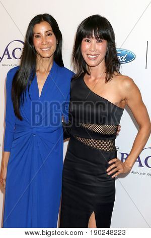 LOS ANGELES - JUN 6:  Lisa Ling, Laura Ling at the 42nd Annual Gracie Awards at the Beverly Wilshire Hotel on June 6, 2017 in Beverly Hills, CA