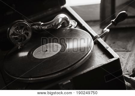 Vintage Black Portable Wind-up Gramophone
