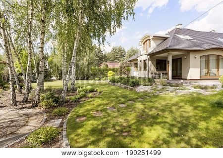 Elegant Detached House With Green Garden