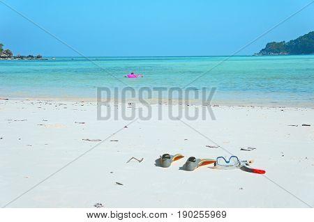 beach sea mask fin swim dive snorkel summer relax outdoor